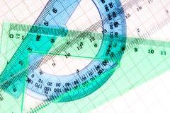 Εργαλεία σχεδίων σε μπλε χαρτί γραφικών παραστάσεων Στοκ Εικόνες
