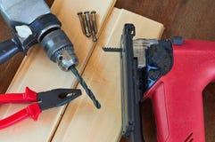 Εργαλεία DIY. Τορνευτικό πριόνι, πένσες και τρυπάνι Στοκ φωτογραφίες με δικαίωμα ελεύθερης χρήσης