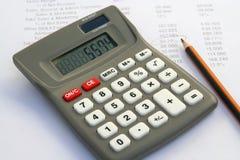 Εργαλείο υπολογιστών και οικονομική έκθεση στοκ φωτογραφία με δικαίωμα ελεύθερης χρήσης