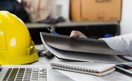 Εργασία αρχιτεκτόνων εφαρμοσμένων μηχανικών στην αρχή Στοκ Φωτογραφίες