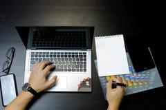 εργασία ατόμων επιχειρησιακών lap-top στοκ φωτογραφίες