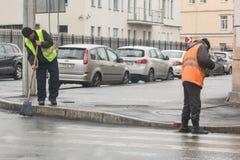 Εργασία για τον καθαρισμό των οδών στοκ εικόνα με δικαίωμα ελεύθερης χρήσης