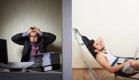 Εργασία γραφείων εναντίον ανεξάρτητου, έννοια Στοκ Φωτογραφίες