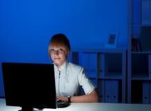 Εργασία γραφείων τη νύχτα Στοκ Εικόνα