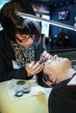 εργασία γυναικών επεκτάσεων eyelash Στοκ Φωτογραφίες