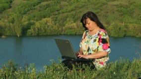 Εργασία γύρω από τη λίμνη απόθεμα βίντεο