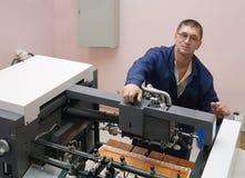 εργασία εκτυπωτών όφσετ στοκ φωτογραφία
