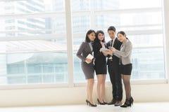 Εργασία επιχειρηματιών από κοινού στοκ εικόνες