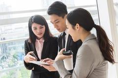 Εργασία επιχειρηματιών από κοινού στοκ φωτογραφία με δικαίωμα ελεύθερης χρήσης