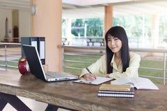 Εργασία επιχειρησιακών γυναικών στοκ εικόνες