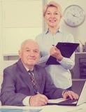 Εργασία διευθυντών και γραμματέων Στοκ φωτογραφία με δικαίωμα ελεύθερης χρήσης