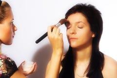 εργασία καλλιτεχνών makeup Στοκ εικόνες με δικαίωμα ελεύθερης χρήσης