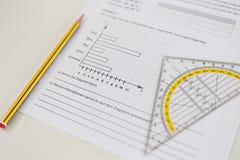 Εργασία κατηγορίας με το μολύβι και Geodreieck στοκ φωτογραφίες