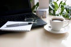Εργασία καφέ και επιχειρήσεων Στοκ φωτογραφίες με δικαίωμα ελεύθερης χρήσης