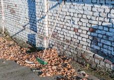 Εργασία με τη σκούπα Στοκ φωτογραφίες με δικαίωμα ελεύθερης χρήσης