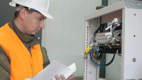 Εργασία μηχανικών τηλεπικοινωνιών φιλμ μικρού μήκους