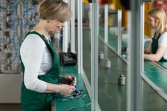 Εργασία νεολαιών και ηλικιωμένων γυναικών Στοκ Φωτογραφία