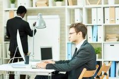 εργασία ομάδων επιχειρησιακών γραφείων Στοκ Εικόνα