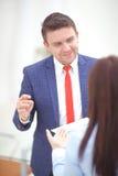 Εργασία ομάδας Νέο πλήρωμα businessmans φωτογραφιών που εργάζεται με το νέο πρόγραμμα ξεκινήματος στη σύγχρονη σοφίτα Γενικό σημε Στοκ εικόνα με δικαίωμα ελεύθερης χρήσης