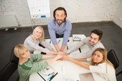 Εργασία ομάδας στην αρχή Στοκ εικόνες με δικαίωμα ελεύθερης χρήσης