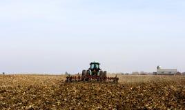 εργασία πεδίων αγροτών Στοκ εικόνα με δικαίωμα ελεύθερης χρήσης