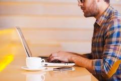Εργασία στη καφετερία Στοκ εικόνες με δικαίωμα ελεύθερης χρήσης