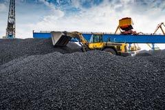 Εργασία στο διαχειριζόμενο τερματικό άνθρακα λιμένων Στοκ φωτογραφίες με δικαίωμα ελεύθερης χρήσης