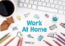Εργασία στο σπίτι, επιχειρησιακή έννοια λευκό Ιστού γραφείων γραφείων επιχειρηματιών περιοδείας Στοκ Εικόνες