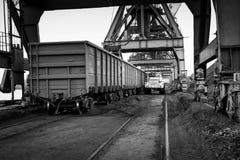 Εργασία στο termina μεταφόρτωσης άνθρακα λιμένων Στοκ Εικόνα