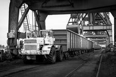 Εργασία στο termina μεταφόρτωσης άνθρακα λιμένων Στοκ Φωτογραφία