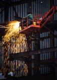 Εργασία συγκόλλησης μετάλλων στο εργοτάξιο οικοδομής Στοκ φωτογραφία με δικαίωμα ελεύθερης χρήσης