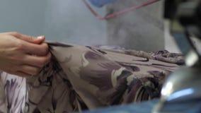 Εργασία της βιομηχανικής βράζοντας στον ατμό μηχανής ξηρό σε καθαρό απόθεμα βίντεο