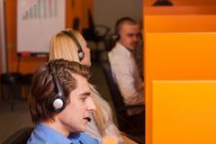 εργασία τηλεφωνικών κέντρ&o Στοκ φωτογραφία με δικαίωμα ελεύθερης χρήσης