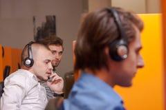 εργασία τηλεφωνικών κέντρ&o Στοκ Εικόνες