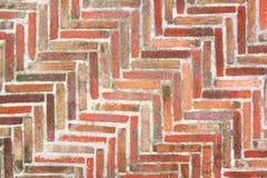 Εργασία τούβλου σε ένα ηλικίας πάτωμα Αρχαία μέθοδος κόκκαλων ψαριών Στοκ Εικόνα