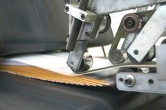εργασία τυπωμένων υλών μηχανών Στοκ Φωτογραφίες