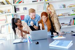 Εργασία Businesspeople στην αρχή Στοκ Φωτογραφίες