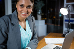 εργασία lap-top επιχειρηματιών Στοκ Εικόνες