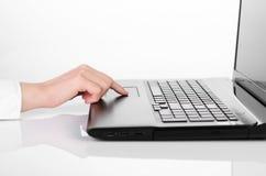 Εργασία lap-top στοκ φωτογραφία με δικαίωμα ελεύθερης χρήσης