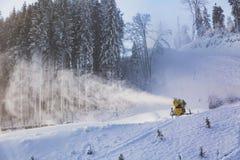 Εργασία snowgun στη φωτογραφία Στοκ Εικόνες