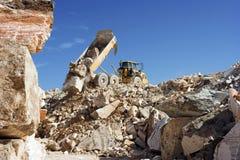 εργασία truck απορρίψεων Στοκ εικόνες με δικαίωμα ελεύθερης χρήσης