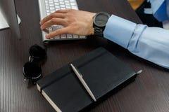 Εργασίες επιχειρηματιών Στοκ εικόνα με δικαίωμα ελεύθερης χρήσης