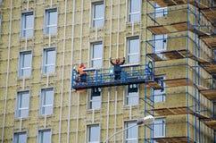 Εργασίες πολυόροφων κτιρίων για μια πρόσοψη Στοκ Φωτογραφίες