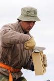 Εργασίες πλινθοκτιστών για την κατασκευή σπιτιών Στοκ φωτογραφία με δικαίωμα ελεύθερης χρήσης