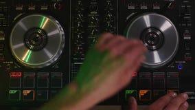 Εργασίες του DJ για τη τοπ άποψη εξοπλισμού Στοκ εικόνες με δικαίωμα ελεύθερης χρήσης