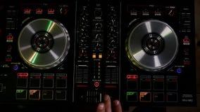 Εργασίες του DJ για τη τοπ άποψη εξοπλισμού Στοκ εικόνα με δικαίωμα ελεύθερης χρήσης