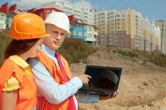 Εργασίες υπαλληλικών εργαζομένων για την περιοχή κτηρίου Στοκ φωτογραφίες με δικαίωμα ελεύθερης χρήσης
