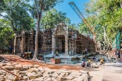 Εργασίες TA Prohm Angkor Wat Καμπότζη αποκατάστασης Στοκ Εικόνες