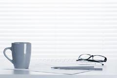 Εργασιακός χώρος γραφείων γραφείων με τις προμήθειες Στοκ φωτογραφίες με δικαίωμα ελεύθερης χρήσης