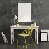 Εργασιακός χώρος με μια φωτεινή κίτρινη καρέκλα και μια χλεύη επάνω ελεύθερη απεικόνιση δικαιώματος